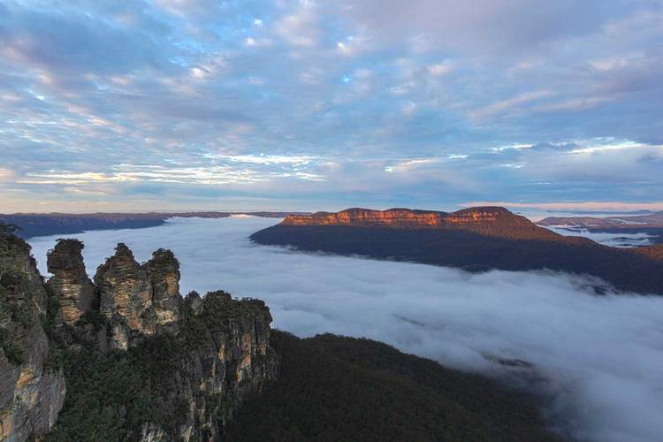 Enjoy the spectacular views of the Three Sisters & Jamieson Valley