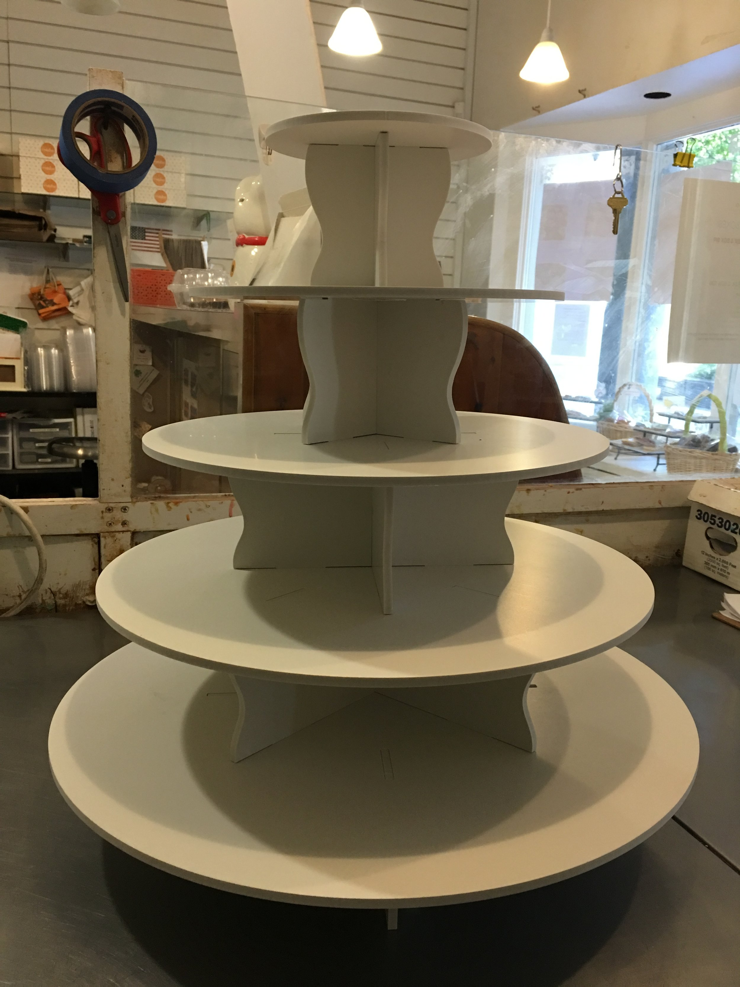 5-Level ROUND tier - Tier is able to hold up to 90 cupcakes.