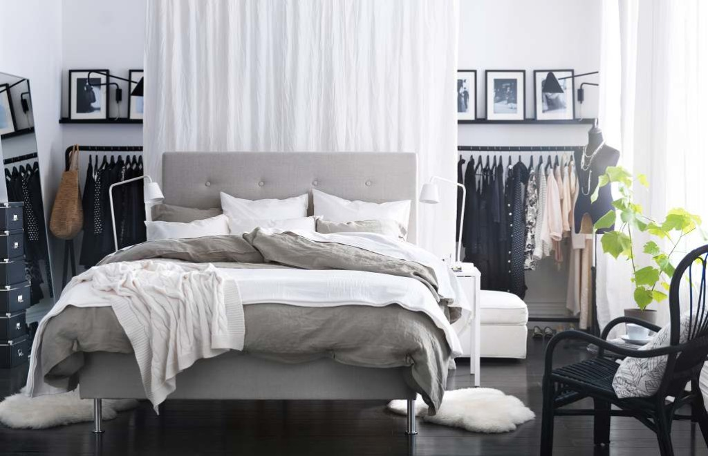 TIP:  Use open clothing racks are really on trend in a range of metals, if you do this, to avoid your clothes fading, make sure its not close to a window!  (Photo: MyCyfi.com)