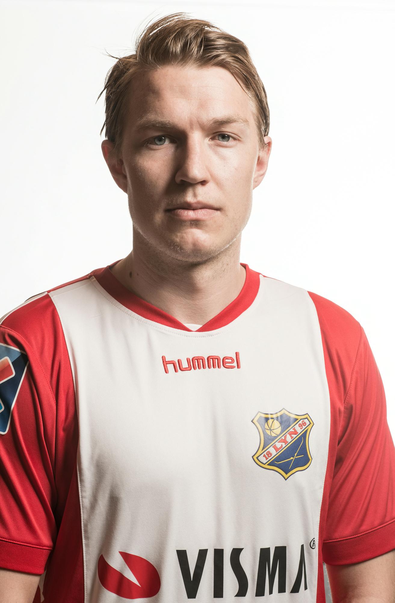 #14 - Posisjon: MidtbaneFødt: 14.01.91Fødested: OsloTidligere klubber: Egen junioravdeling og KFUM OsloStatistikk: Emil på Lynhistorie.com