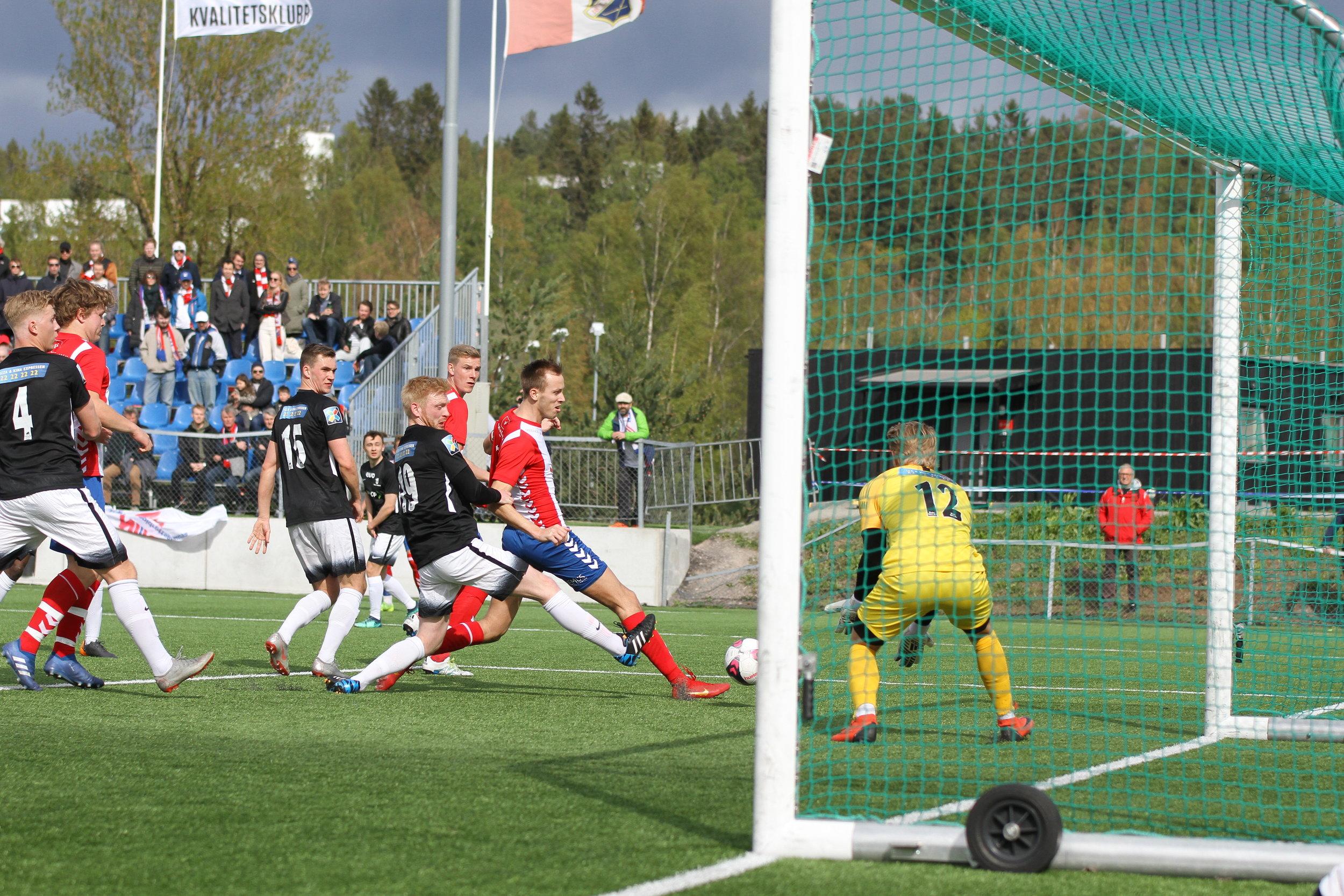 Benjamin Nessjø Nyheim scoret i det som var hans 100. kamp i Lyn-drakten. Arkivfoto: Frank Halse