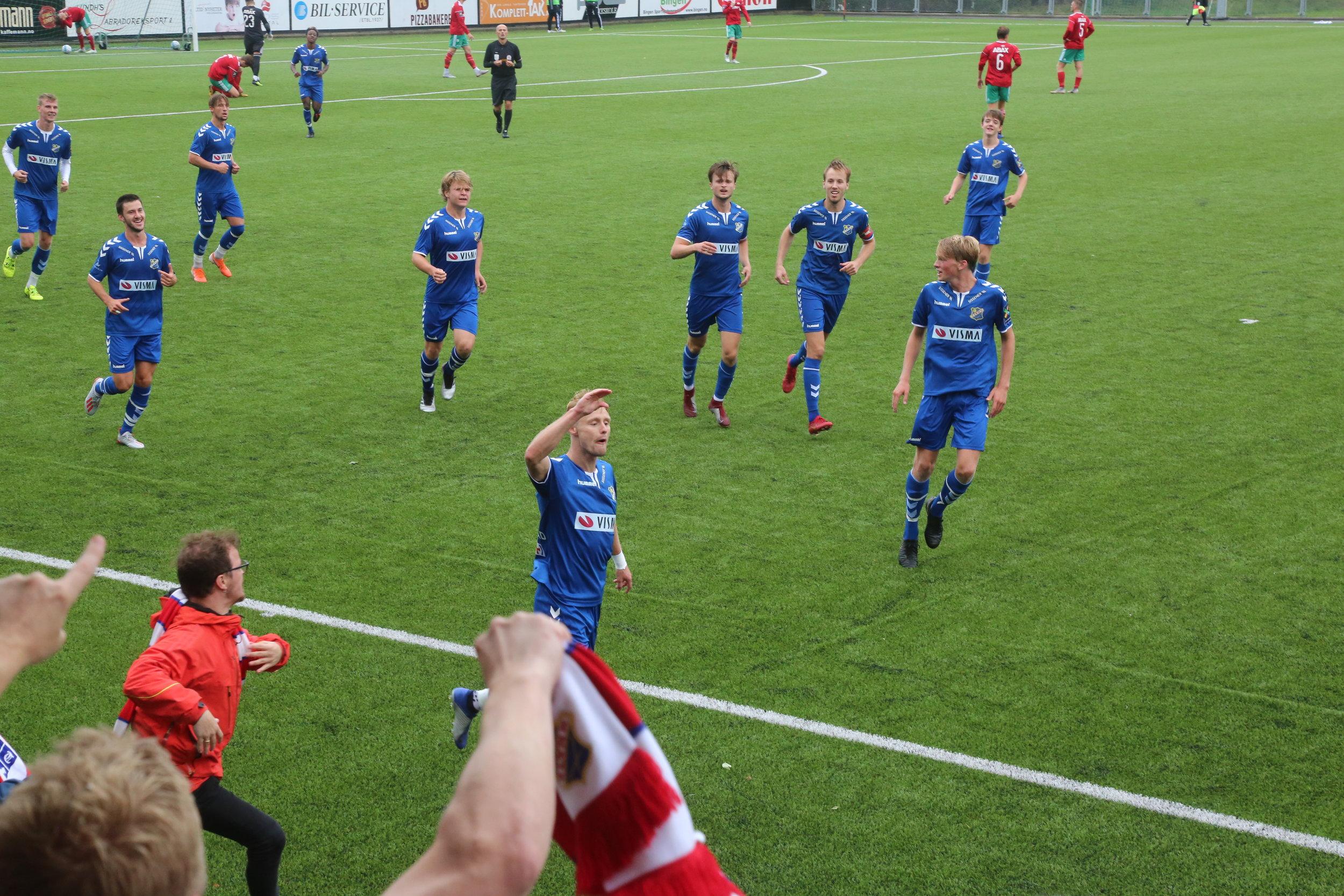 Haugstad løp fra hele Halsen-forsvaret og sendte Lyn i ledelsen i Larvik. Foto: Harald Sollund