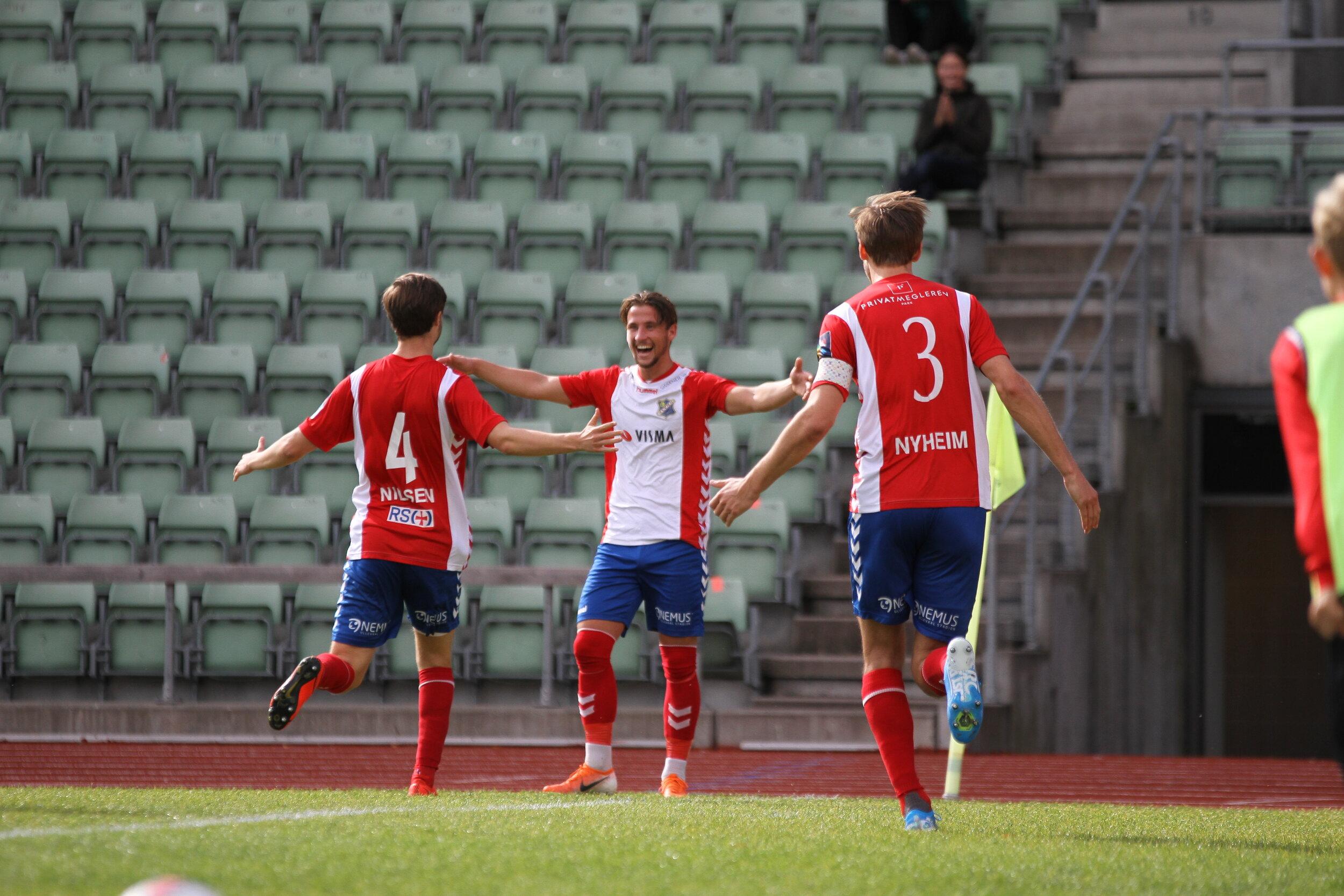 Henrik Lehne Olsen scoret rett fra hjørnespark. Foto: Frank Halse