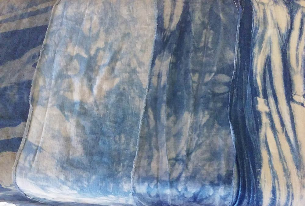 Piece dyed by hand with organic dyes