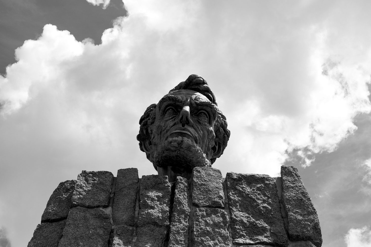 A dissapointed-looking Lincoln Memorial in Wyoming