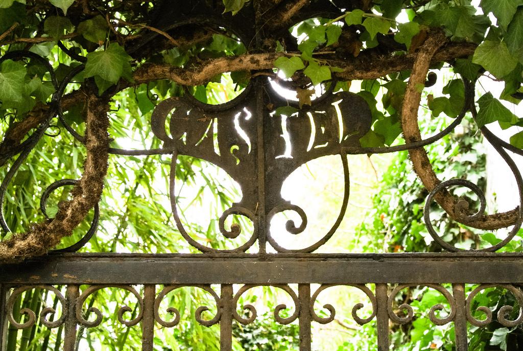 Portail de la Villa Castel