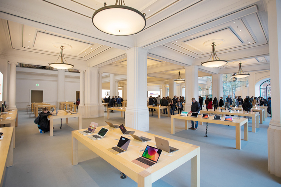 It doesn't matter whether it's housed in a historical building or a stand alone building, once you enter the space without looking at the sign, you would immediately know it's an Apple store.
