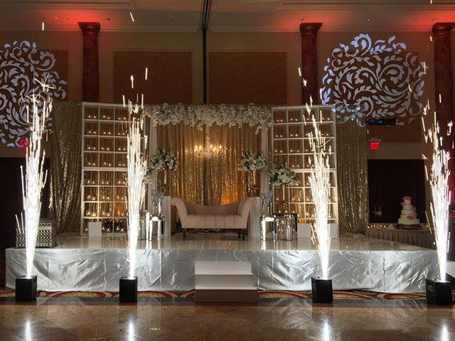 Light it up. #sparkulars for the win! . . . #partywithluxe @djbkphilly @djgauravllc @jerseysboywonder @theycallmeyob @jasonsampat @deejayprestige #Indianwedding #weddingdj #weddingdjs #weddingreception #reception #weddinginspiration #wedding @merion_caterers