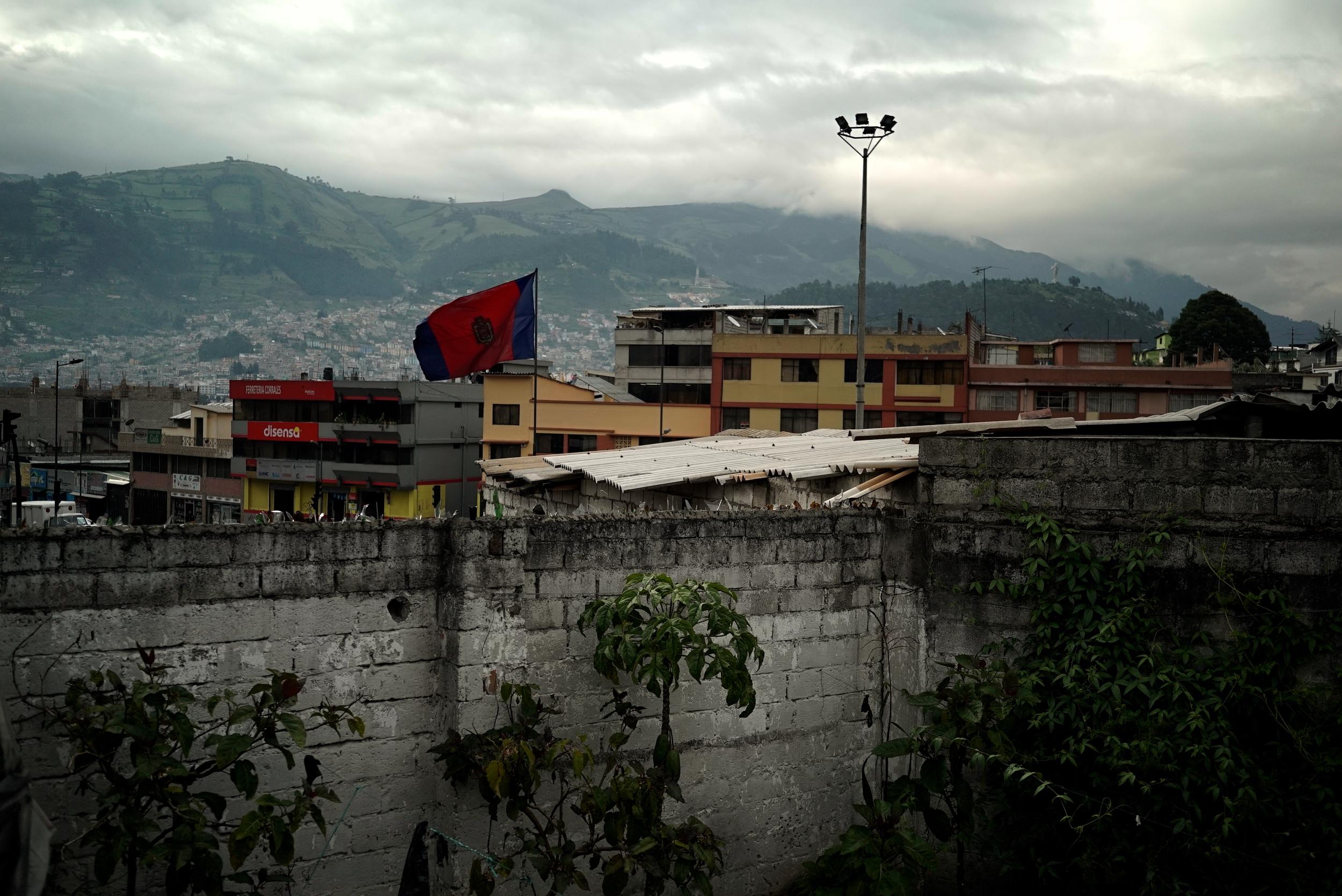 Drapeau de Quito.jpg