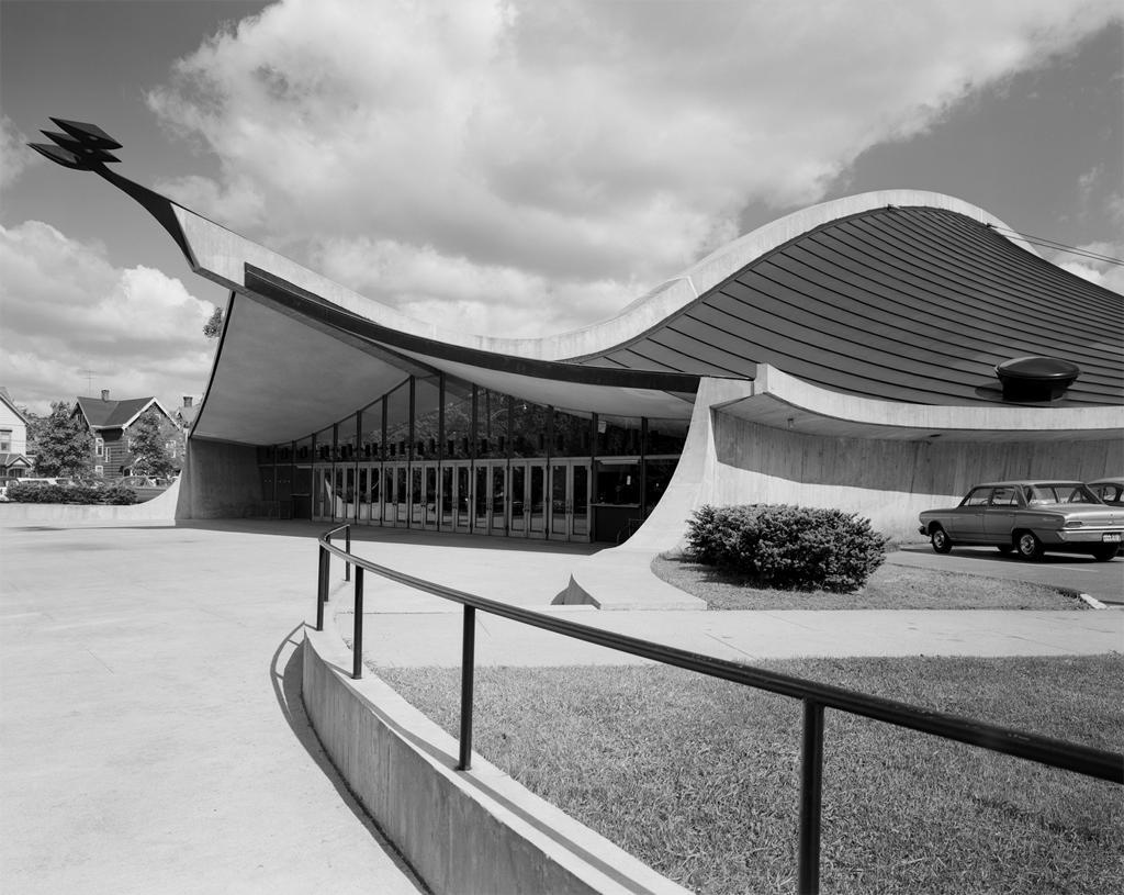 Stoller, Ezra (photographer),  Yale University, David S. Ingalls Rink by architect Eero Saarinen.New Haven, CT. 1956-58. Photograph.Ezra Stoller Archive (Esto).Web. 04-05-2017.