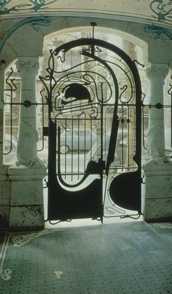 Guimard, Hector.  Paris: Castel Beranger: Ext.: entrance. 1894-98. Photograph.University of California, San Diego. ARTstore. Web. 04-11-2017.