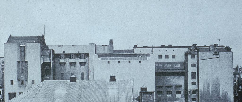 Mackintosh, Charles Rennie. Glasgow: Glasgow School of Art: Ext.: south facade,  1897-1909. University of California, San Diego. Artstor.Web. 02-22-2015.