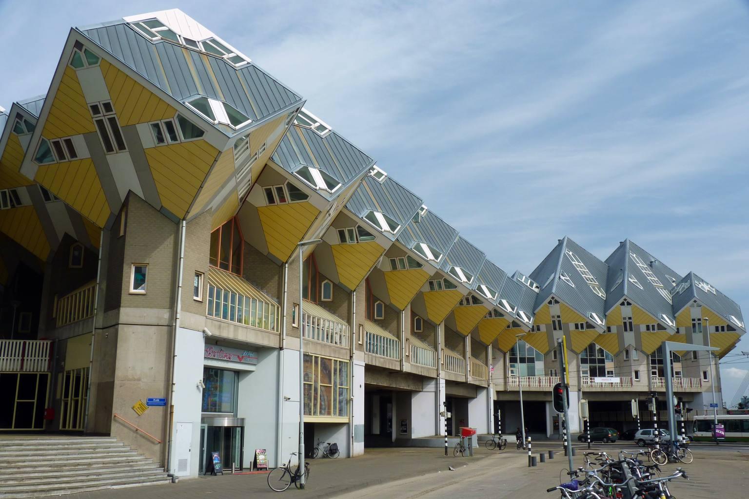 Rotterdam_Cube_House_street_view.jpg