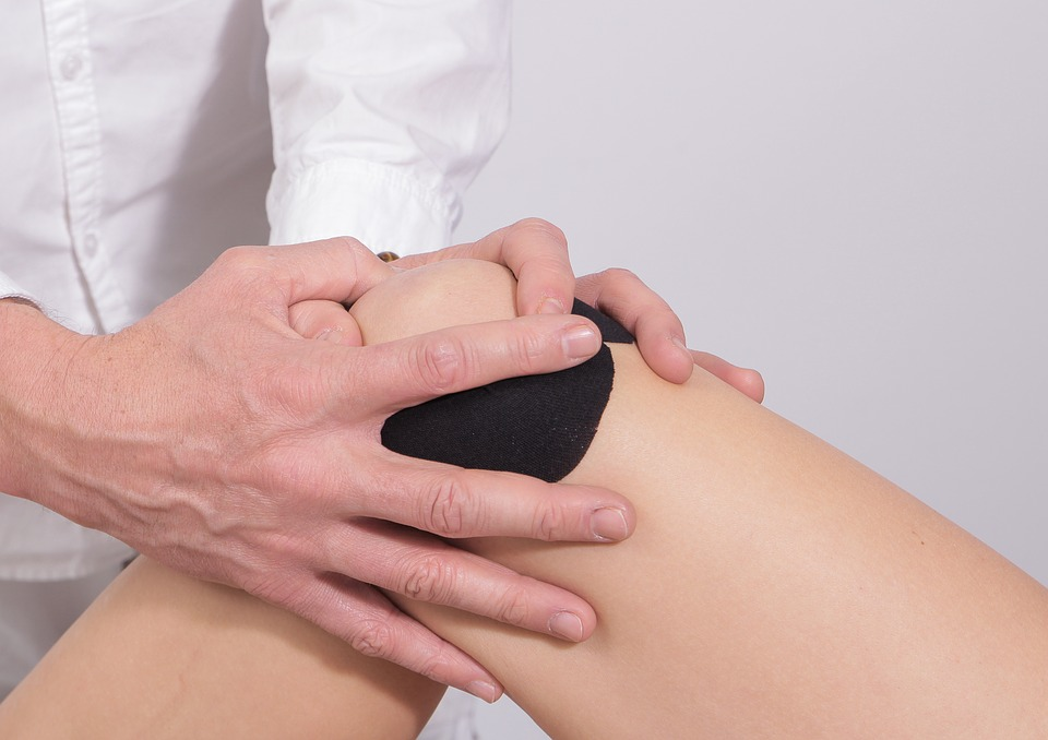 Knee - IT Band (Iliotibial Band) SyndromeKnee BursitisKnee Pain and StrainMCL or LCL Sprain/StrainOsgood-Schlatter Disease (Adolescents)Patellar Tendonitis (Jumper's Knee)