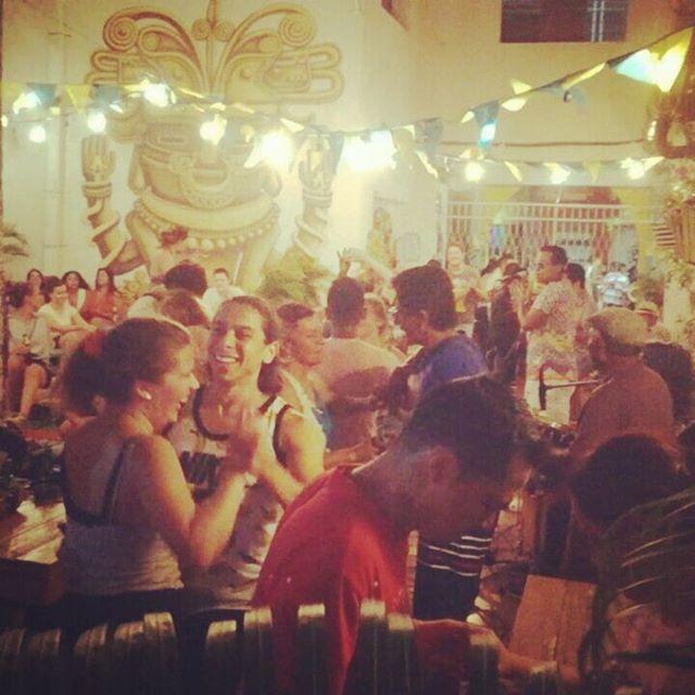 Sábados de #purasabrosura y salsa rebelde pa' bailar con @latumb4 💃💃 #happyhour en cervezas y cócteles hasta las 12am, cocina típica hasta las 11pm...Nos vemos esta noche salseros 😉🎶👌 ° ° ° ° ° ° ¡Contáctanos! 📞+57 3203644260, +57 (5) 4207305 📩 mulatahostelcolombia@gmail.com ° ° ° ° ° ° ° #salsa #livemusic #musicaenvivo #latumbacuatro #sabado #saturday #salseros #dance #baile #hostels #santamarta #backpacking #hostelife  #chillculturalandfun #tourism #travel #caribbean #destinations #colombianhostels #santamartaiscrazy #samaland #santamartacultural #santamartainforma  #bahia #samaland #turismo #viajes #mochilero