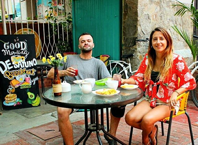 ☀Georgi and Max starting the day the best way!! ☕🍳🍞😍 #breakfastime #happyguests ° ° ° ° ° ° ° ° ° Planea tu viaje con nosotros, ¡contáctanos! 📞+57 3203644260, +57 (5) 4207305 📩 mulatahostelcolombia@gmail.com ° ° ° ° ° ° ° #breakfast #tosties #coffee #café  #desayuno #hostels #santamarta #backpacking #hostelife #loveandtravel #chillculturalandfun #tourism #travel #caribbean #destinations #colombianhostels #samaland #santamartacultural #santamartainforma #samaland #turismo #viajes #mochilero #colombia #viajero #yovoy #nutella #martes #tuesday