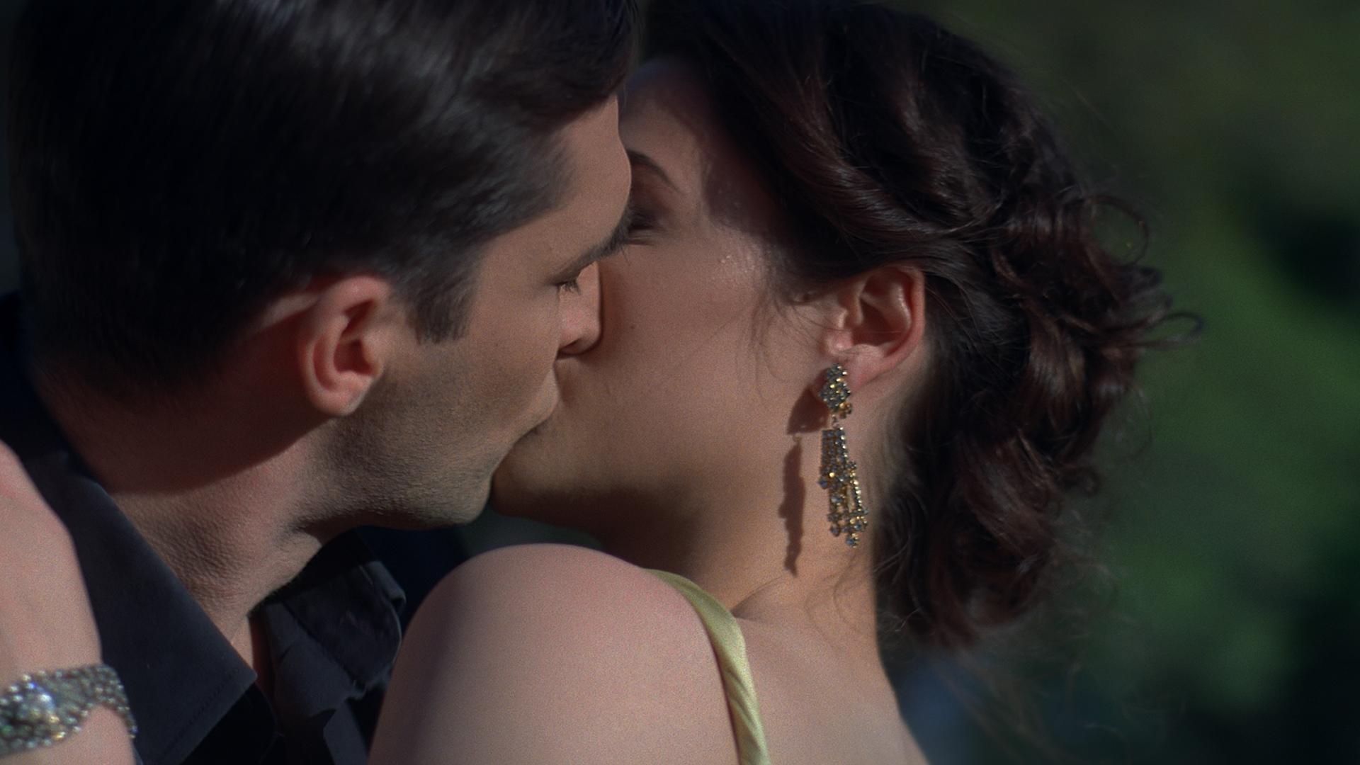 kiss_1.jpg