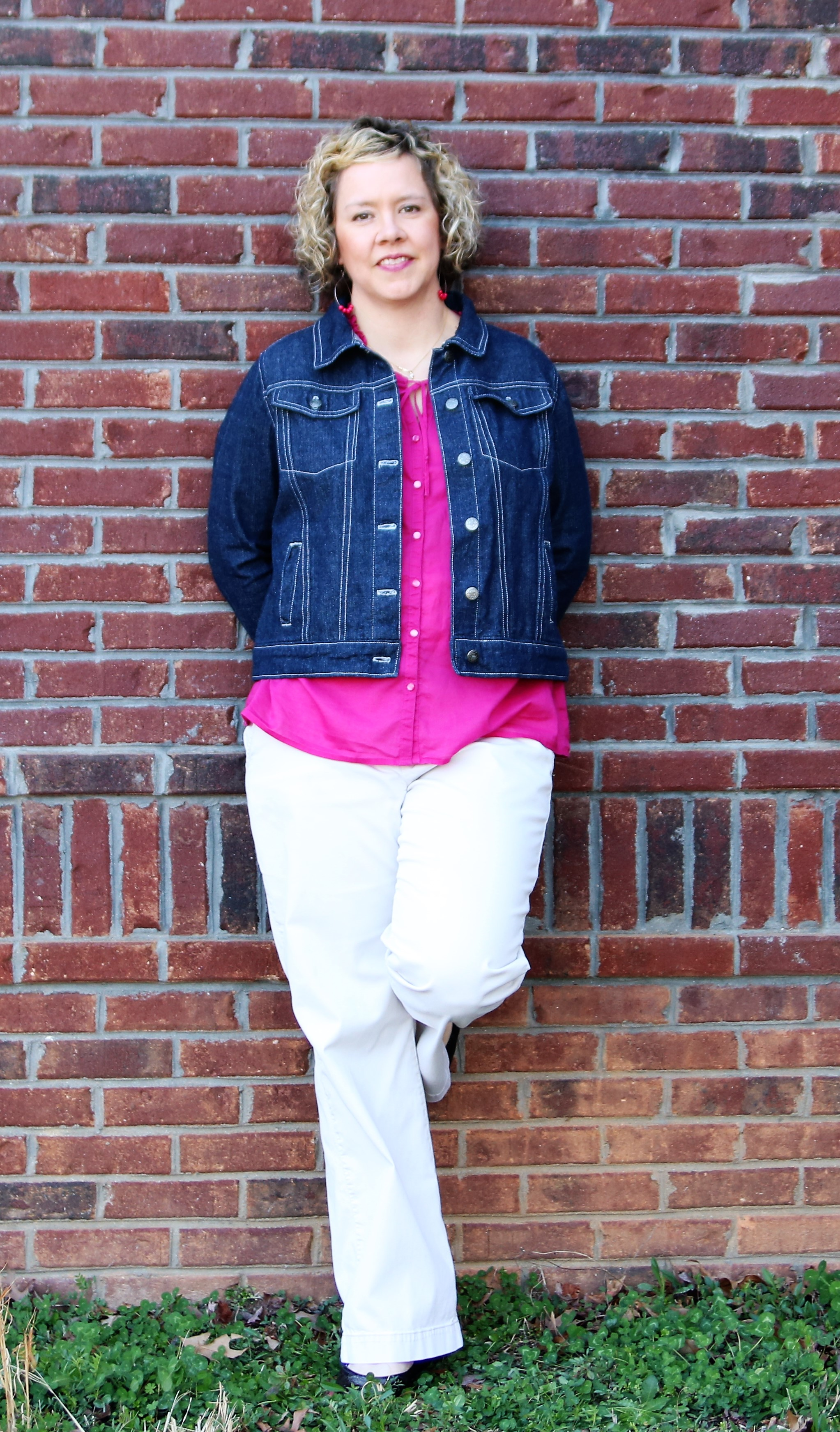Now that I've been sewing for myself for almost a year, I keep thinking it's time to jump in and start blogging about my makes. The Hampton Jean Jacket by  Alina Design Co . was such an epic project in my sewing journey, that I knew it would be my first me-made sewing blog post.
