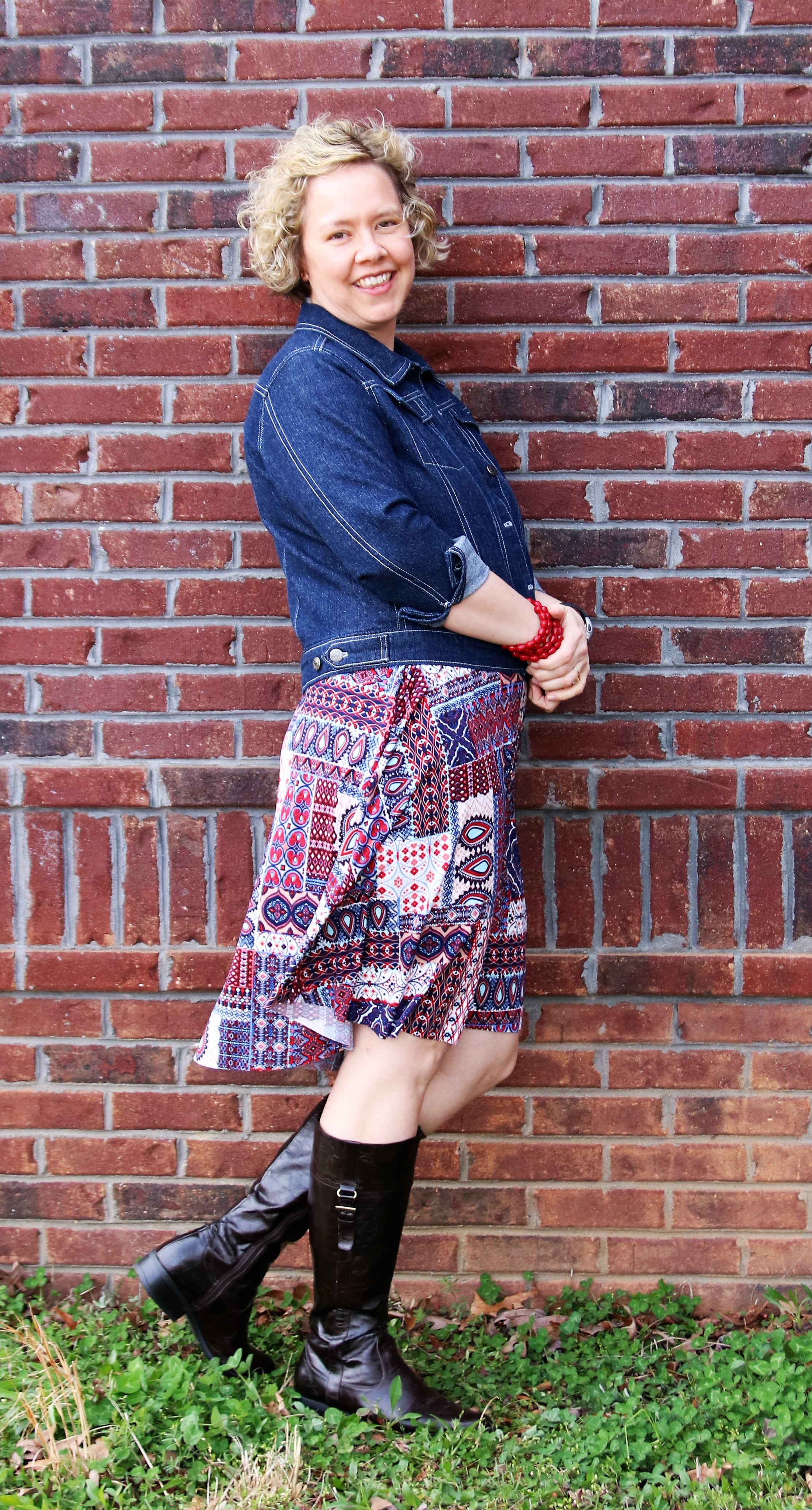 To say I was thrilled when I got an email from Alina asking if I would test this pattern would be an understatement!  She hinted at a jean jacket pattern on the horizon while working on the Panama Tee, and several of us found ourselves giddy with excitement!  As with her previous patterns, the  Hampton Jean Jacket  does not disappoint.