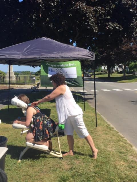 Munjoyous Spa provided free chair massage.