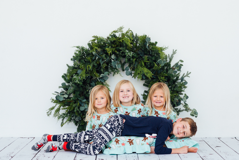 Christmas mini sessions for families in studio