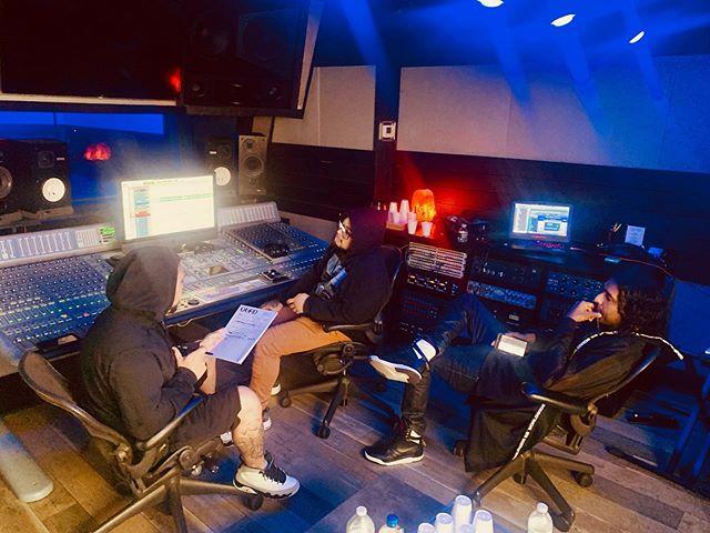 Studio flow⠀ ⠀ .⠀ .⠀ .⠀ .⠀ #Shah #QuadStudios #music #musica #makingmusic #makingmagic #magic #waitforit #studio #recordingstudio #studiovibes #studioflow #studiolife #studiotime #studiosession #nyc #newyorkcity #ny #newyork #dominican #dominicano #doubletap #create #creative #starlife #newfriends #hustle #grind #hiphop #rap