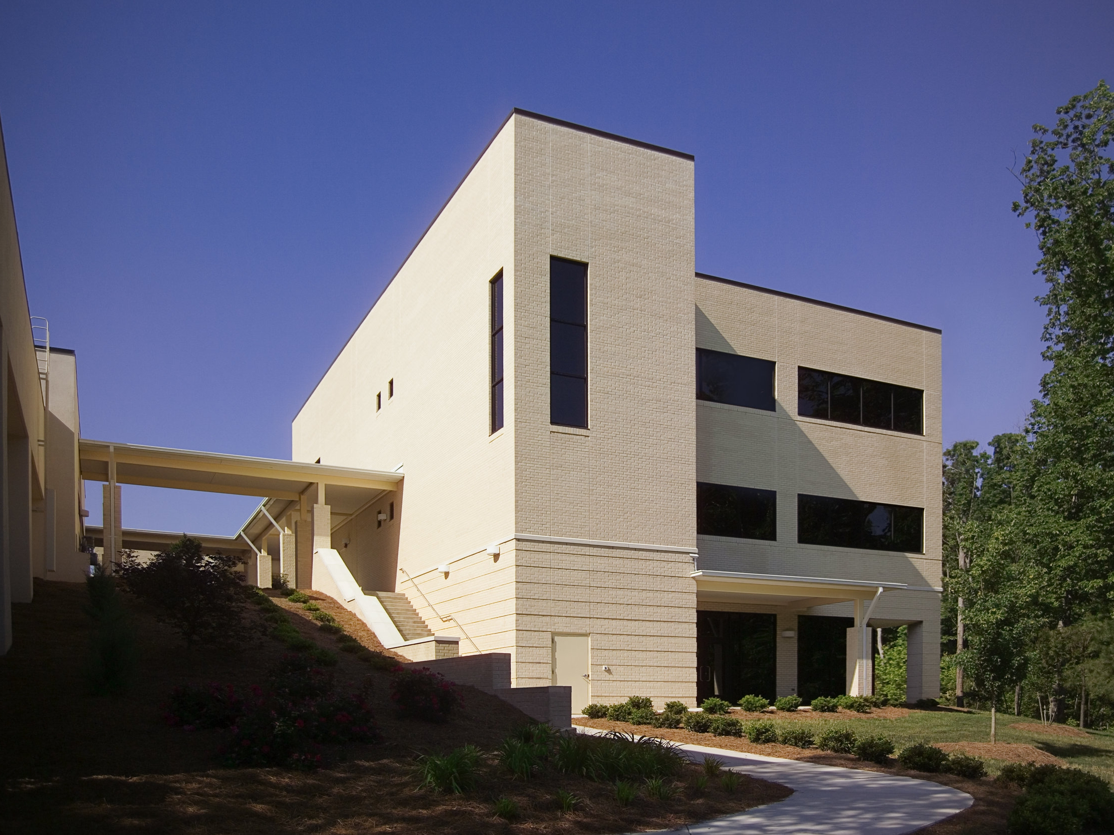 sas-gx Exterior 3 floor-3863-2.jpg