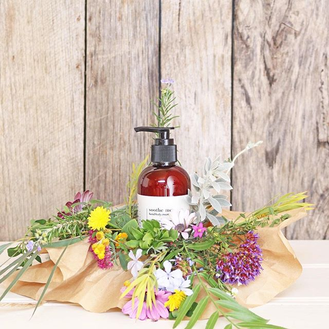 Our {soothe me} hand and body cream is a luscious pure nourishing cream. This blend is the emotional balancer; it quiets the mind, calms you emotionally and has a calmative effect on the skin. It is suitable for dry irritated, sensitive skin. Perfect for anyone who suffers from skin conditions such as eczema or psoriasis, and perfect for dry skin caused by this cold snap! ⠀ #mamacoskincare