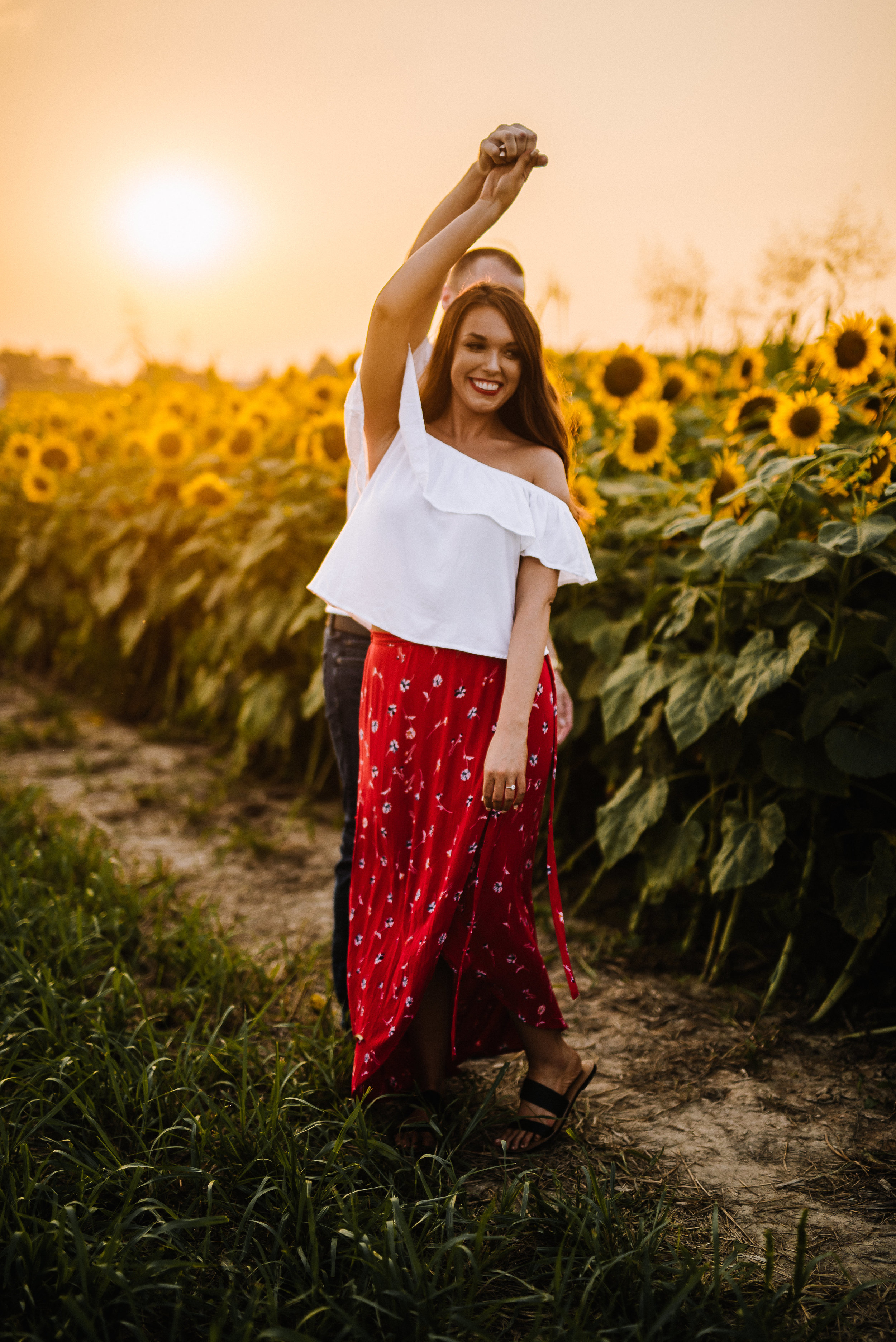 Kaitlynne&Van_Sunflowers_Ashley-Benham-Photography-20.jpg