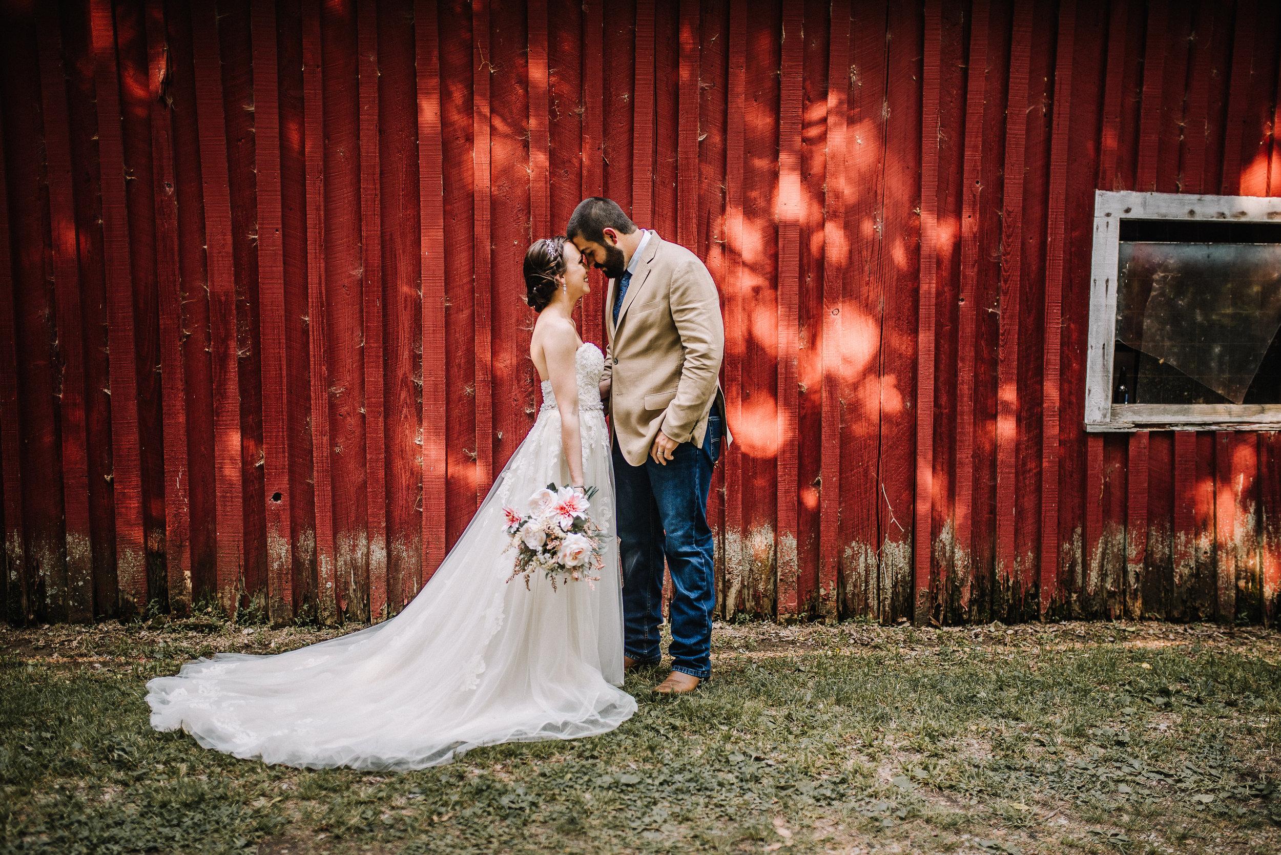 Rustic_Wedding_Memphis_Ashley-Benham-Photography-1.jpg