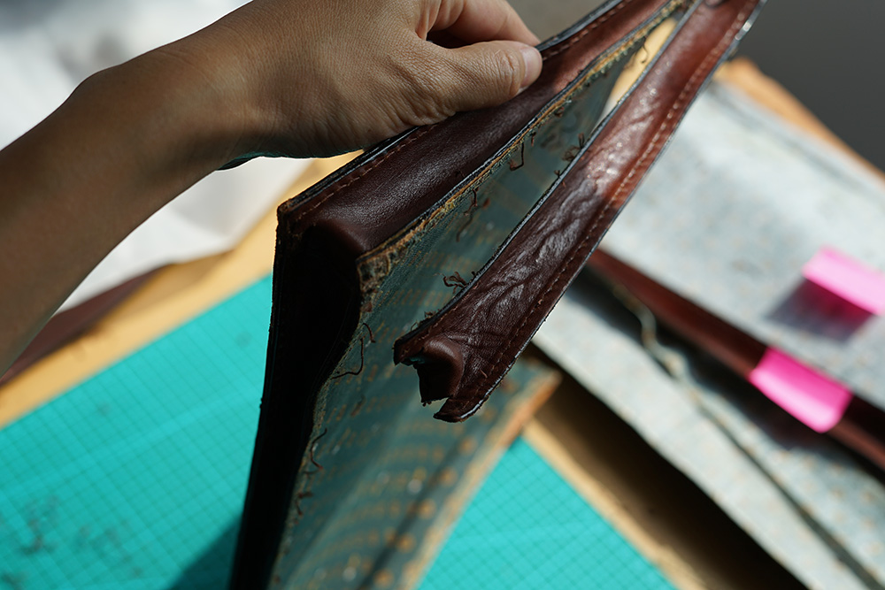 All edges of the leather pieces have been burnished before being sewed together, except the handle and suspender.