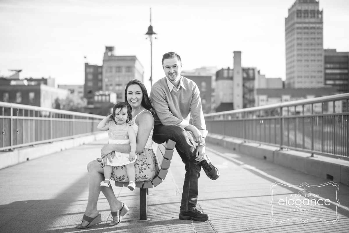 high-falls-rochester-engagement-session008.jpg