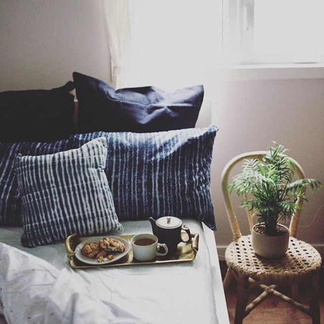 Loving this shot from @leotielovely about slow mornings. The indigo linens, soft light and our Japanese tea set for one set the perfect mood. I would never leave my bed!