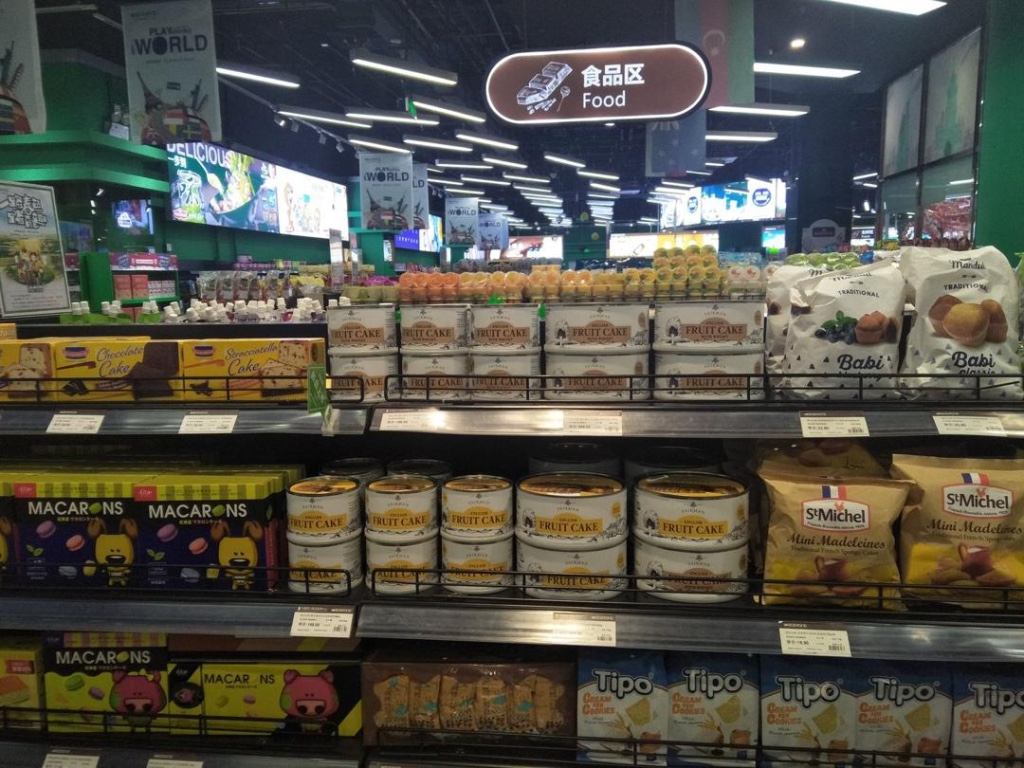 April 2019 - Our Chinese importer sends photos of the cakes on sale in some premium stores in Beijing. The cakes are under the 'Fairman' brand which is the trademark we have registered in China. We eagerly anticipate the launch of a Chinese website for Fairman Cakes, hosted in China which should go 'live' next month.