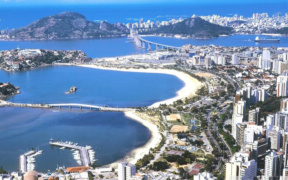 September 2019 - English fruit cake is coming to the food-lovers of Brazil. We are excited to start working with a leading distributor based in the beautiful coastal city of Vila Velha in the state of Espírito Santo (north of Rio). Their first order will arrive in September. We're looking forward to the cakes being established in Brazil's luxury food market.