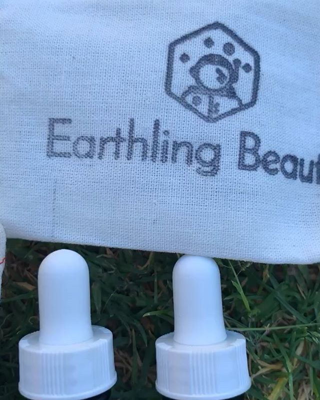 I wanted to thank friend, fellow entrepreneur and fellow mama @kourtneyreppert for creating and sharing these sweet little videos of Earthling Beauty products. I love to see how each of you experiences, enjoys and shares about the LOVE Potions that are so near and dear to my heart. It has been such a pleasure to see this grow from a childhood passion into an actual business into a thriving company that is dedicated to doing good in the world through @theedibleapartment. Every comment and share TRULY means so much! If you have experienced the joy of these LOVE Potions or have connected to our urban farming nonprofit I'd love to hear about your experience. 💚