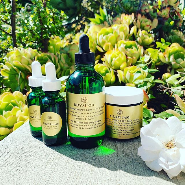 We are working on putting together a special gift set of our entire line to gift yourself or someone you love. It will include little extras to enjoy along with our products and make you feel great! Until then everything is available individually on our website. Shipped worldwide, free shipping on all US orders 🌎💚✨ . . . . . . . #naturalskincare #veganskincare #naturalbeauty #veganbeauty #cruetlyfree #crystalinfused #yoga #acroyoga #meditation #plantbased #plantbasedbeauty #poweredbyplants #handmade #chemicalfree #fitspo #surfers #beautyblogger #youtuber #influencer #malibu #topanga #westhollywood #beverlyhills #losangeles #facialserum #skincarenatural #skincareregime #beautybox