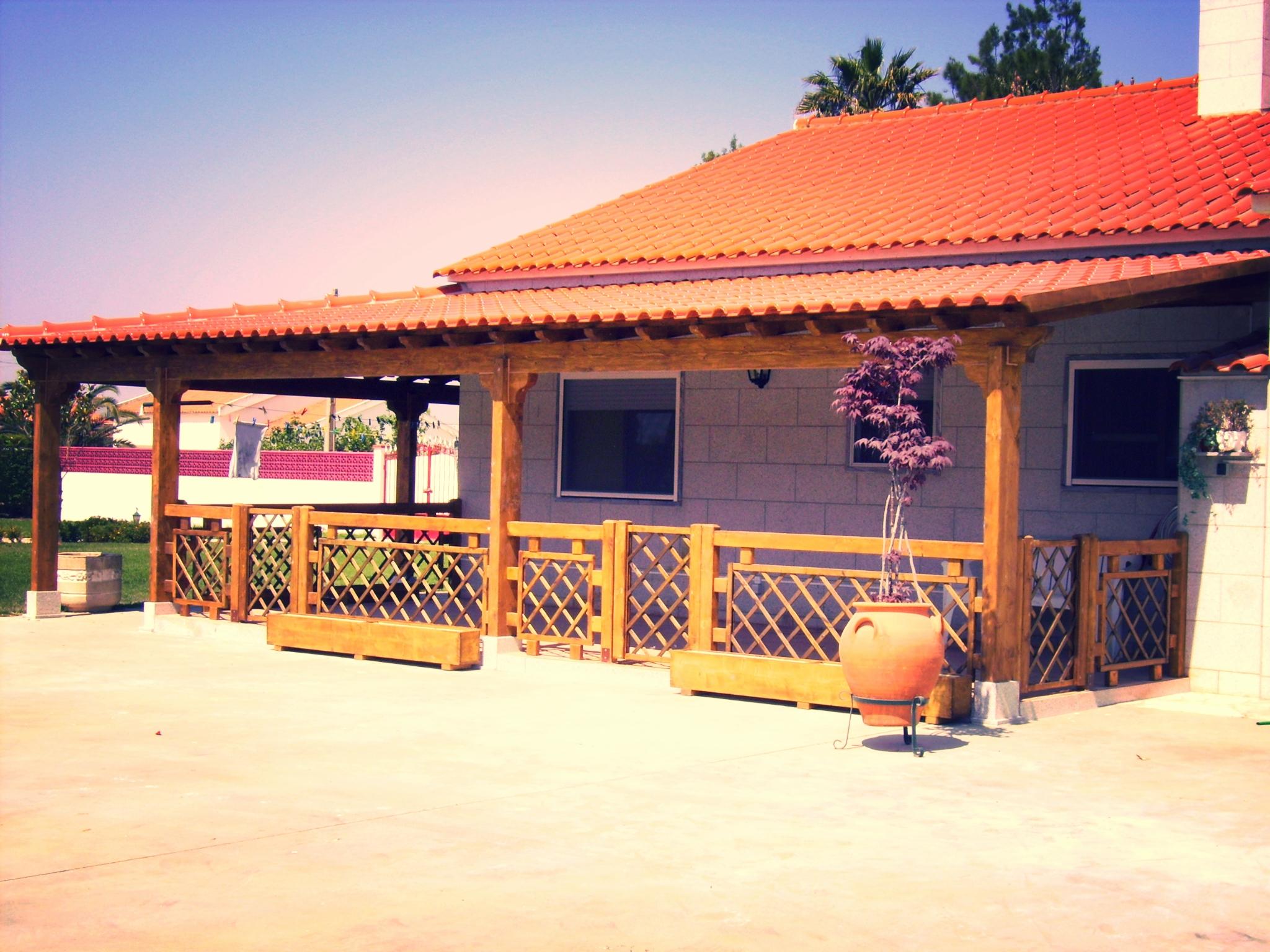 telheiros-madeira-pergolas-deck-terraços-varandas-estruturas madeira-jardins-vedações-casa