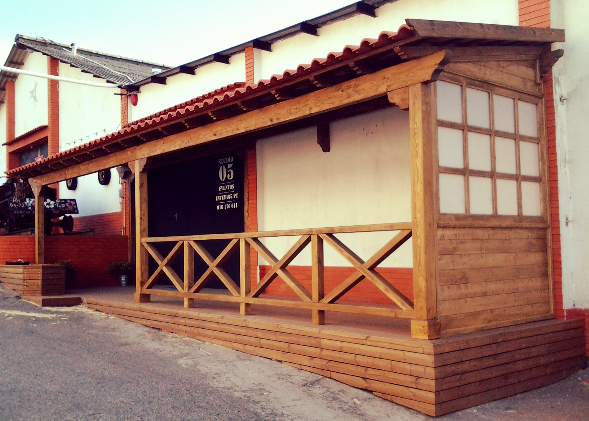 telheiros-madeira-pergolas-deck-terraços-varandas-estruturas madeira-jardim-decoração-vedações-vidro