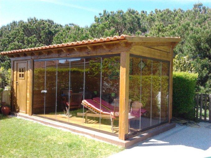 abrigo madeira e cortinas