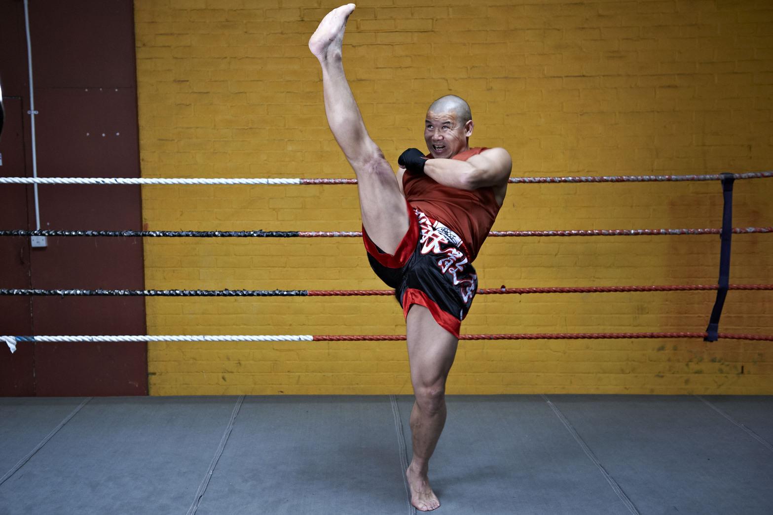 Shaolin temple uk shifu yanzi kick 2.jpg