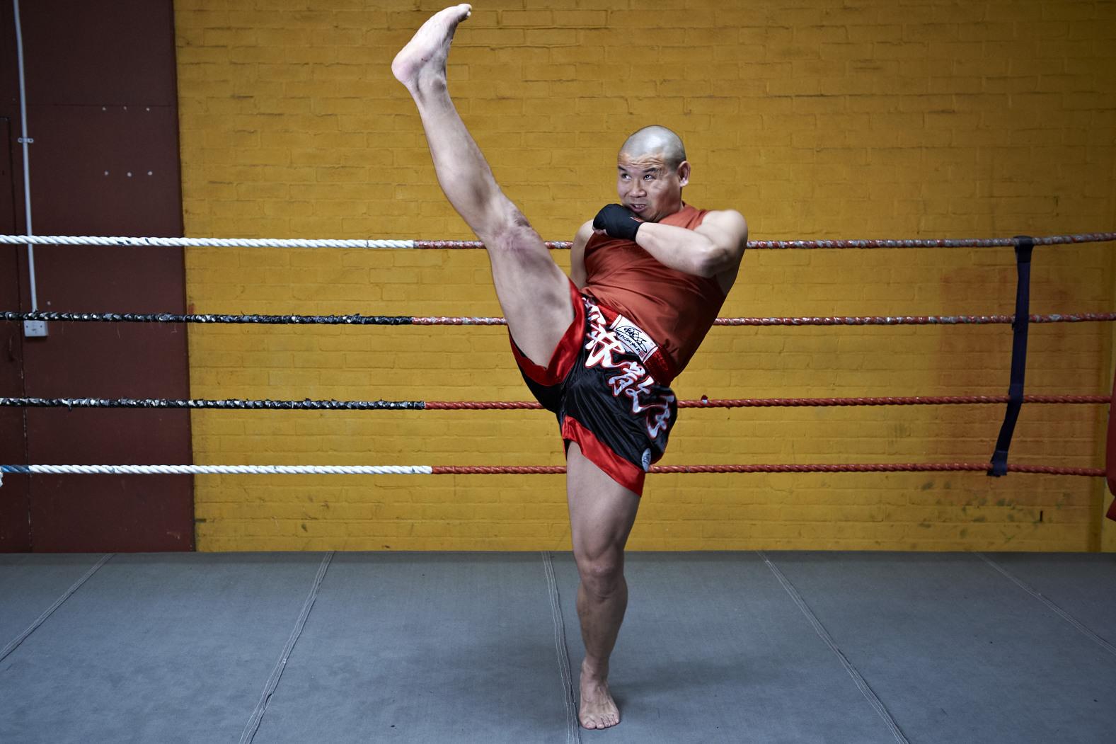 Shaolin temple uk shifu yanzi kick 1.jpg