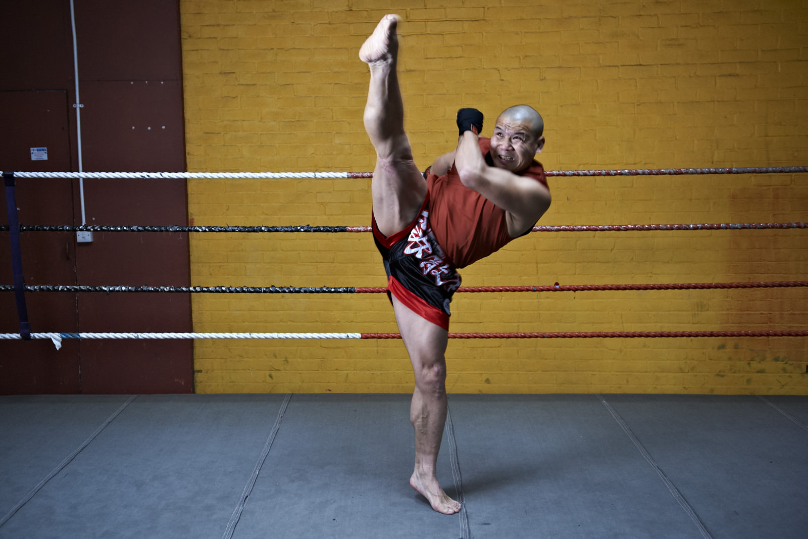 Shaolin temple uk shifu yanzi kick 3.jpg