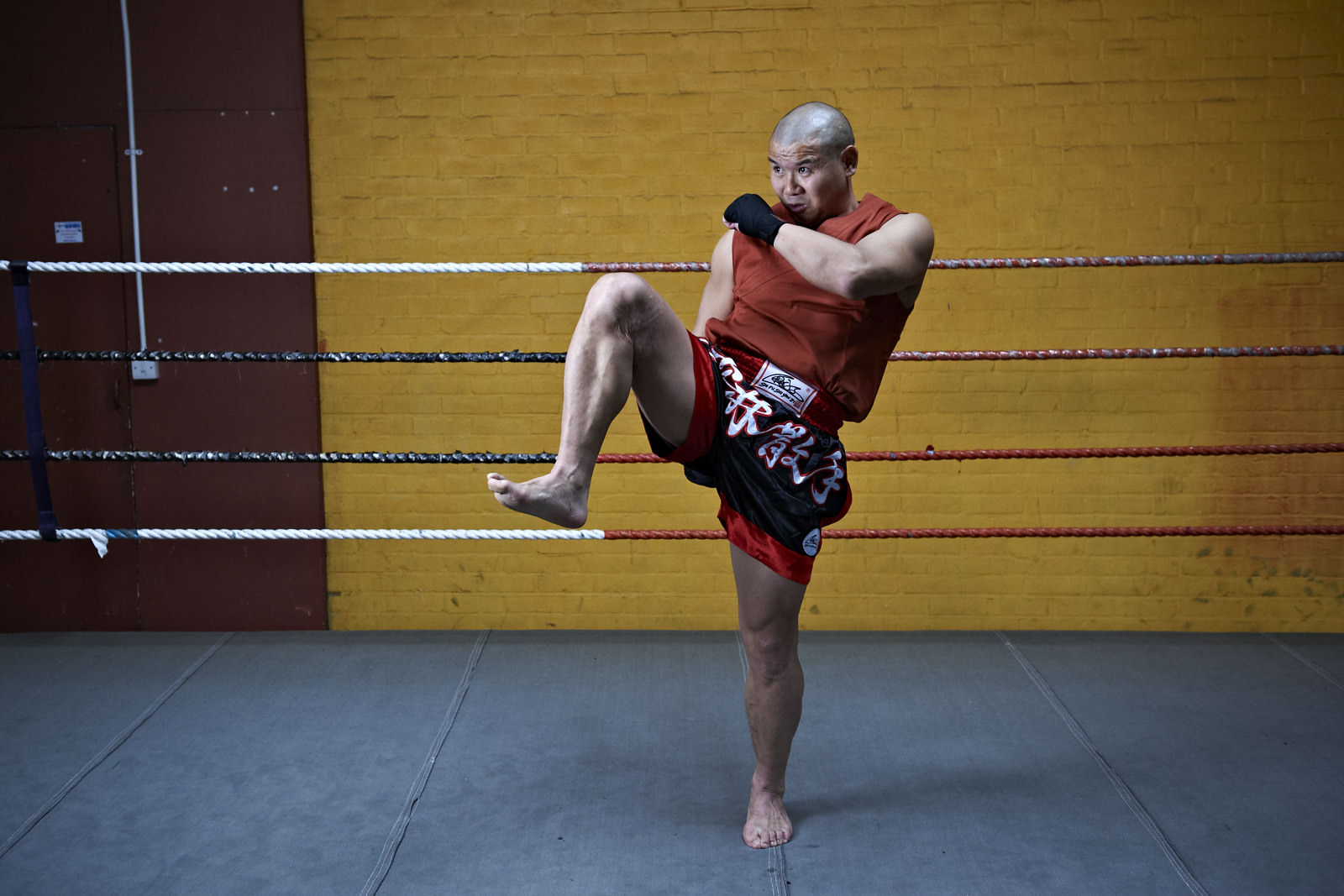 Shaolin temple uk shifu yanzi kick 5.jpg