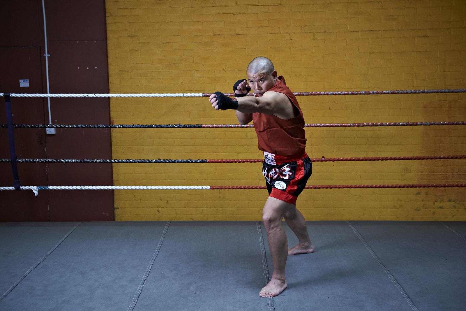 Shaolin temple uk shifu yanzi kick 6.jpg