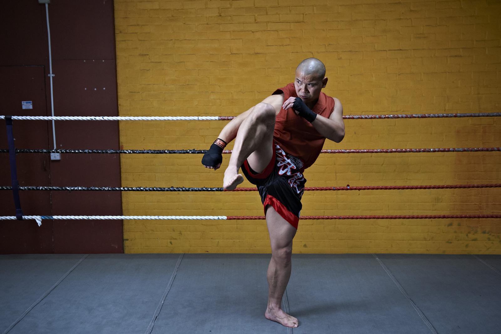 Shaolin temple uk shifu yanzi kick 11.jpg