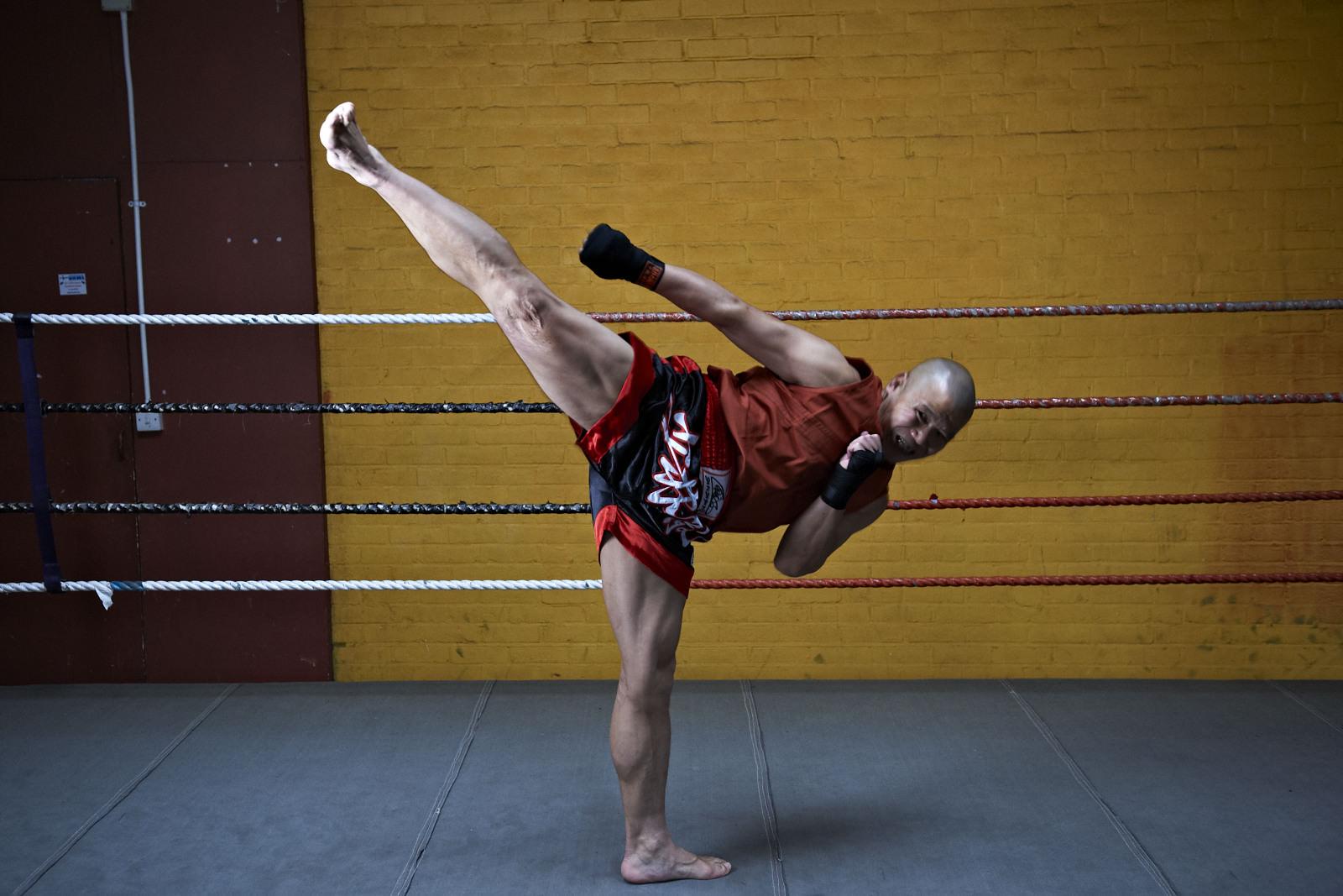 Shaolin temple uk shifu yanzi kick 12.jpg