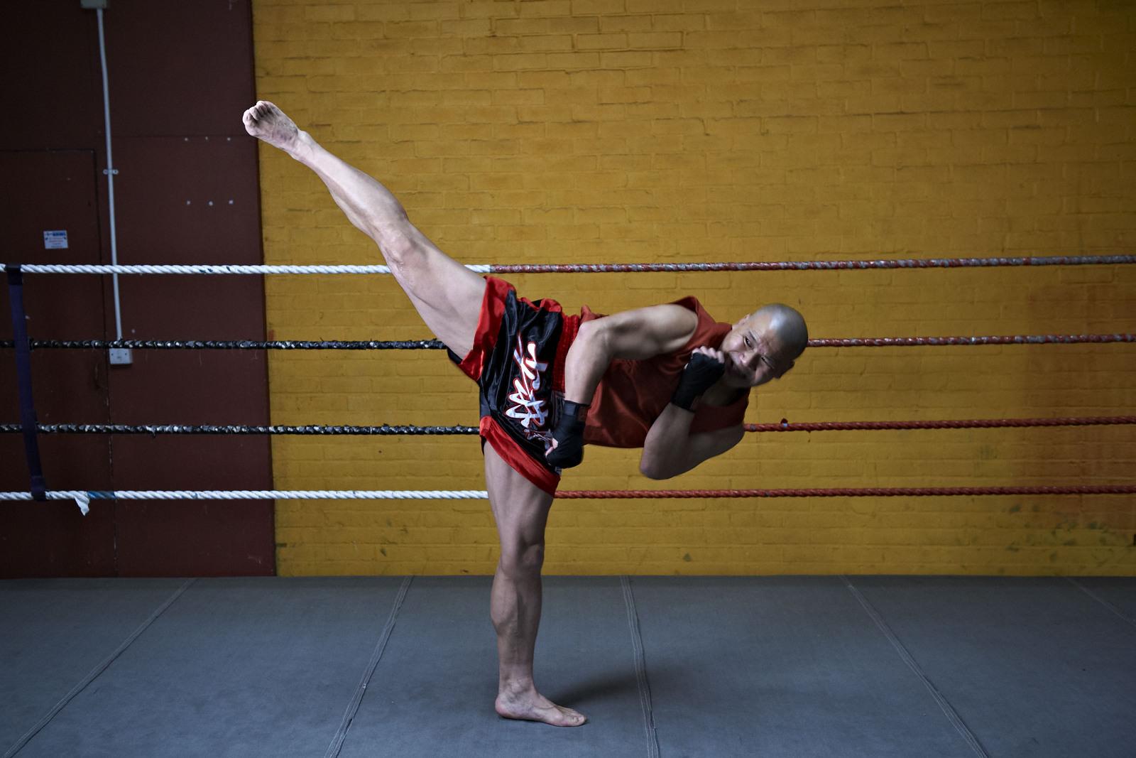 Shaolin temple uk shifu yanzi kick 13.jpg