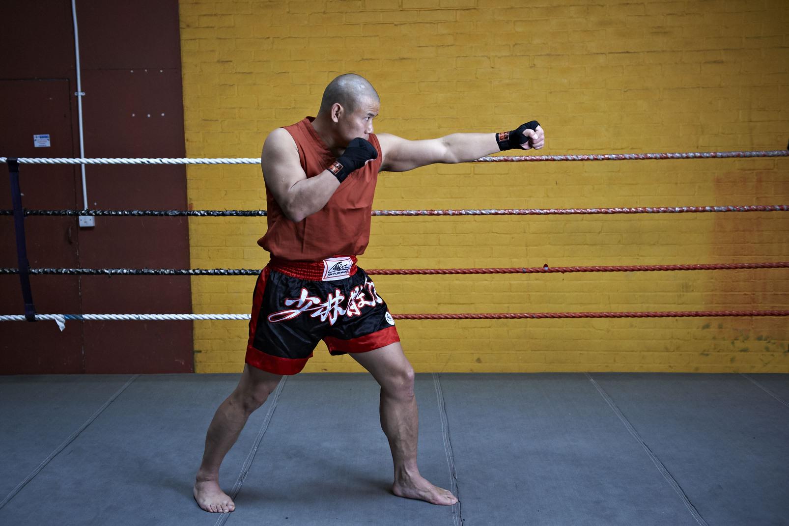 Shaolin temple uk shifu yanzi kick 15.jpg