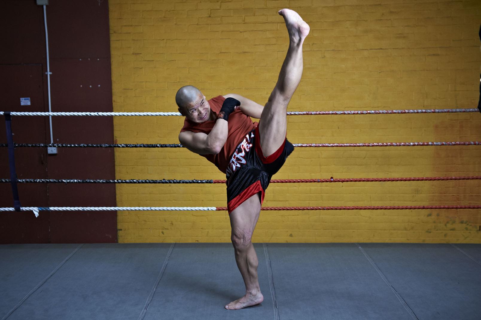Shaolin temple uk shifu yanzi kick 19.jpg